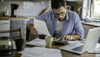 ارتباط بین اﺳﺘﺮس شغلی و رضایت شغلی کارکنان